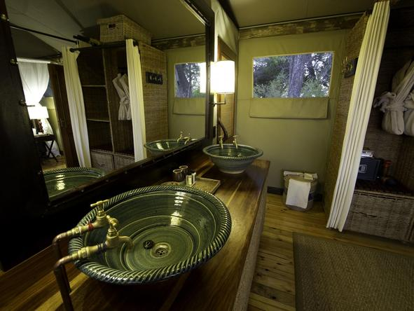 Little Vumbura - bathroom