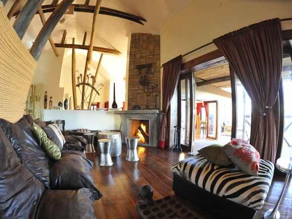 Escarpment Luxury Lodge - Lounge Area