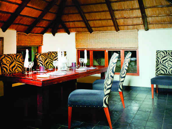 Tshukudu -  dining room