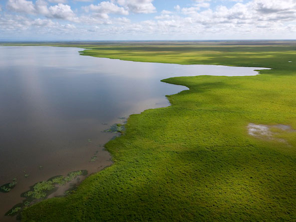 Lake Urema lies at the heart of Gorongosa & is surrounded by vast floodplains. © Piotr Naskrecki