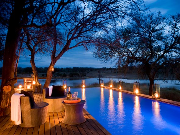 Chitwa Chitwa Game Lodge - Pool deck