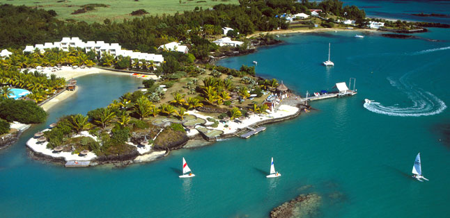 Mauritius vs Seychelles - large scale resorts are popular in Mauritius