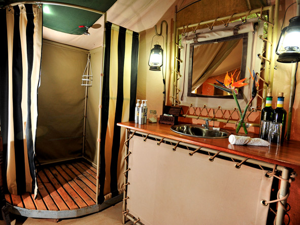 Nairobi Tented Camp - Ensuite bathroom