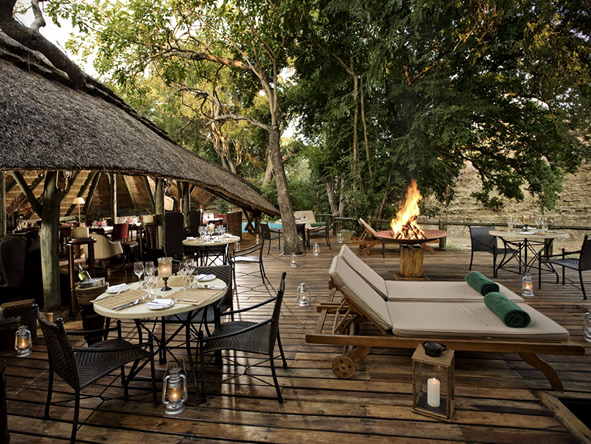 Selous Luxury Camp - Relaxing deck area