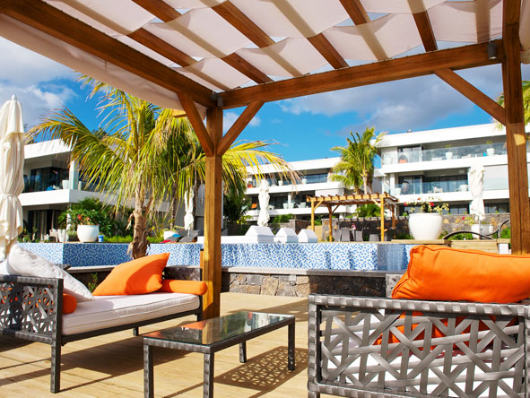 Leora Beach - Shaded lounge area