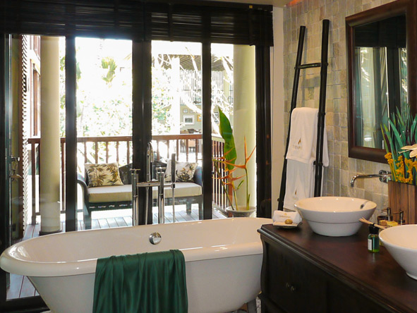 Dhevatara Beach Hotel - En suite bathroom