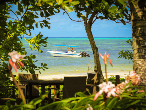 Dhevatara Beach Hotel - Lush gardens
