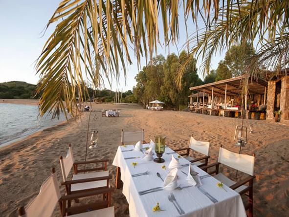 Kaya Mawa - On-the-beach dinners