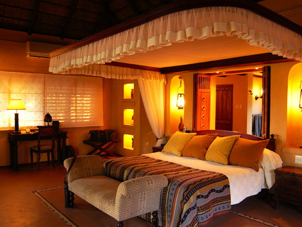 Chobe Chilwero - King-size bed