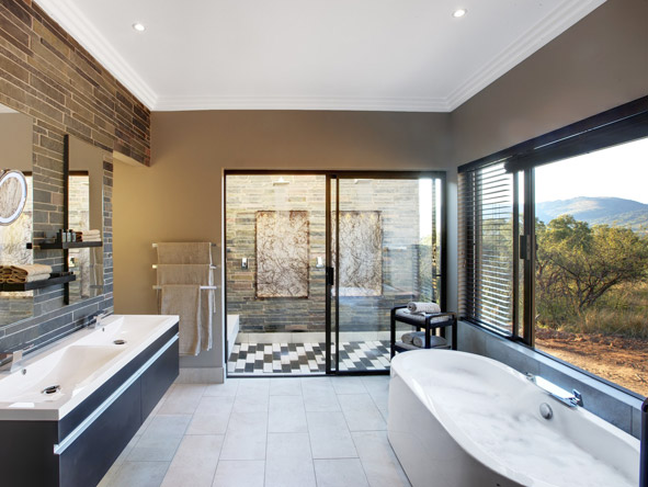 Shepherd's Tree Game Lodge - En suite bathroom