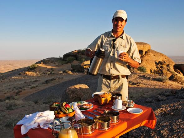 Serra Cafema Camp - Picnic breakfast