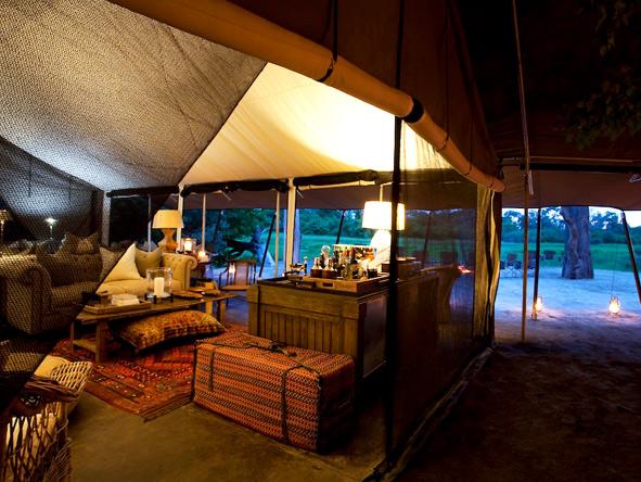 Machaba Camp - Pre-dinner drinks