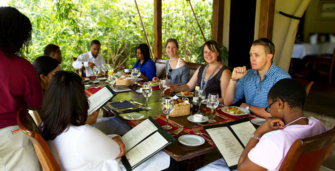 Kenya Travel Diary - having lunch with the group