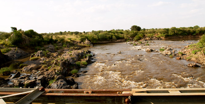 Kenya Travel Diary - the rushing Mara River