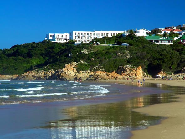 Plettenberg Bay is not all about the beaches; there are plenty of fantastic malls, restaurants and bars all along the beachfront.