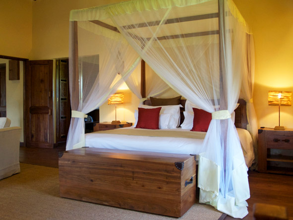Exploreans Ngorongoro Lodge - King-sized canopy beds