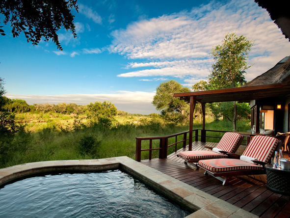 Lion Sands Tinga Lodge - Poolside loungers