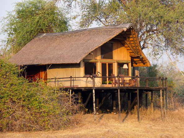 Lion Camp - Lagoon-sided chalets