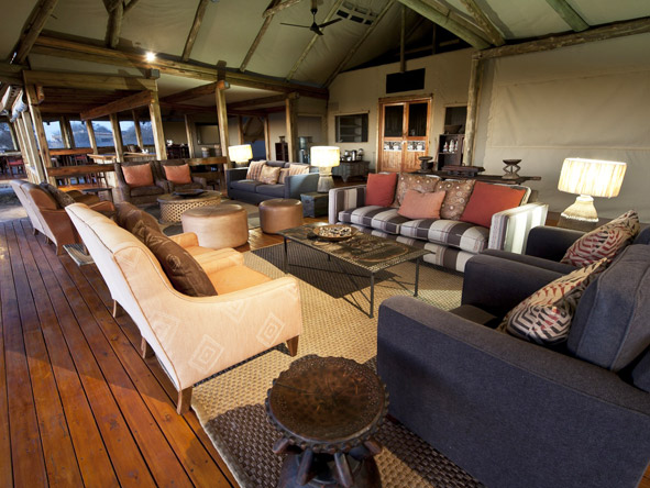 Kalahari Plains Camp - Spacious main lounge