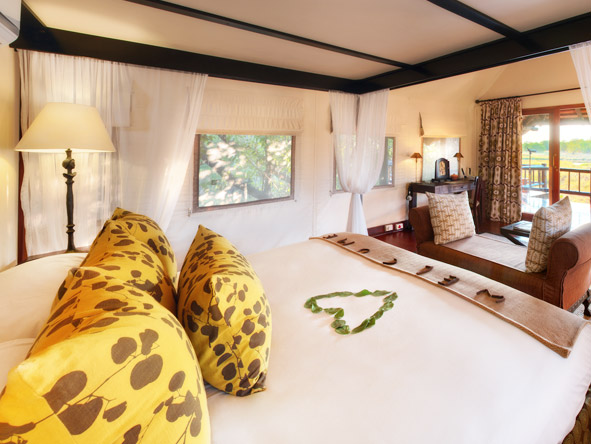 Khwai River Lodge - Spacious tented suites