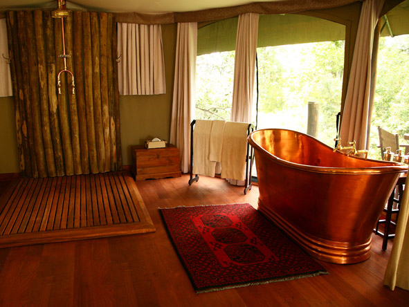 Mara Plains Camp - Free-standing copper bathtub