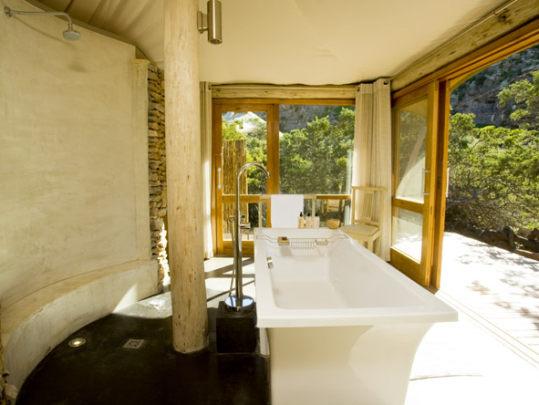 Dwyka Tented Lodge - Outdoor showers