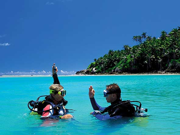 Many resorts have an in-house dive school, taking first-timers from pool to ocean!