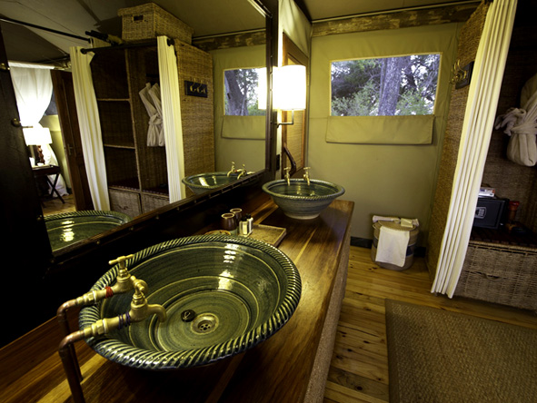 Little Vumbura - En suite bathrooms