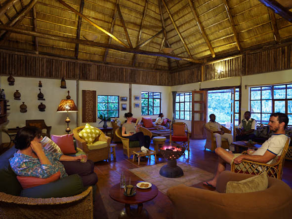 Volcanoes Bwindi Safari Lodge - Comfy lounge
