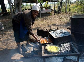 A Guide's Guide to Mobile Safaris - dinner!