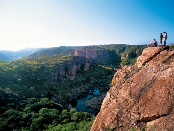 No matter your destination, enormous views & stunning scenery are always part of a South African safari.
