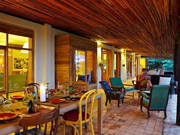 Kyambura Gorge Lodge - Outdoor lounge area
