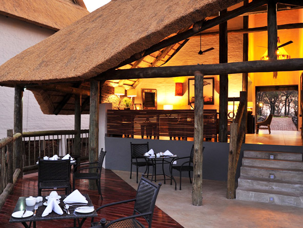 Victoria Falls Safari Club - Alfresco dining
