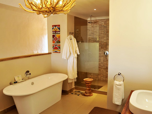 Victoria Falls Safari Club - Large en-suite bathrooms