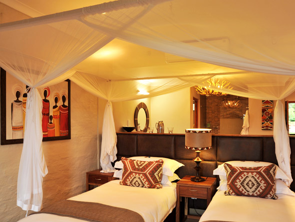 Victoria Falls Safari Club - Family-friendly lodge