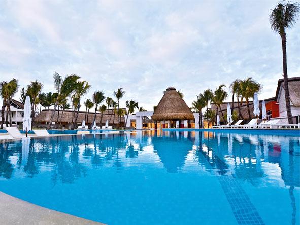Ambre Resort - Swimming pool