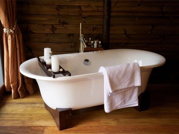 Serena Mivumo River Lodge - Outdoor showers