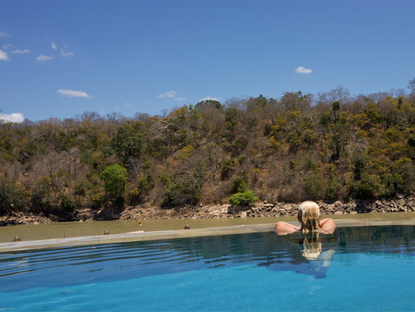 Serena Mivumo River Lodge - Swimming pool