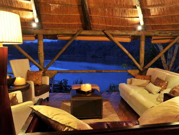 Serena Mivumo River Lodge - Comfortable lounge