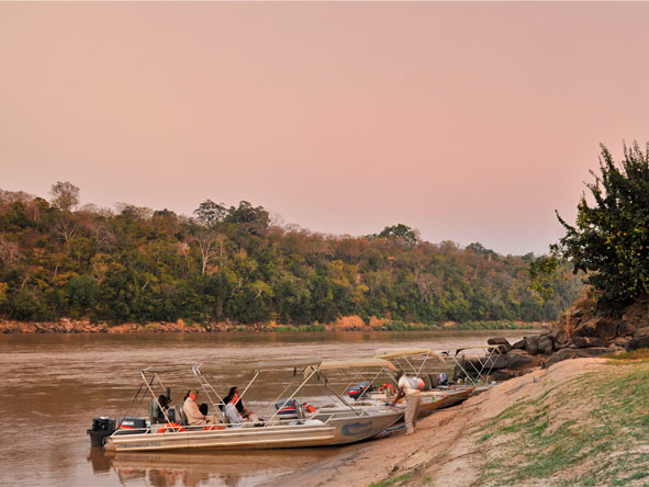 Serena Mivumo River Lodge - Boat safaris