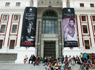 Mandela in Cape Town - parliament