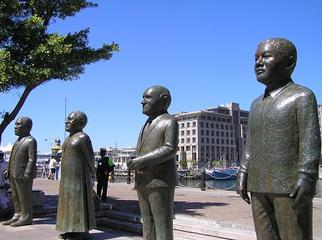 Mandela in Cape Town - Nobel Square
