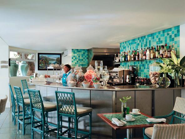 Twelve Apostles Hotel - Comfortable bar