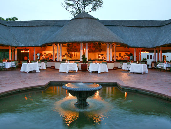 Kruger & Victoria Falls Safari Adventure - Alfresco dining