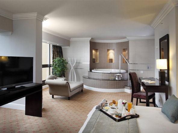 Fun-filled Cape Town, Sun City & Safari Holiday - Luxury suites