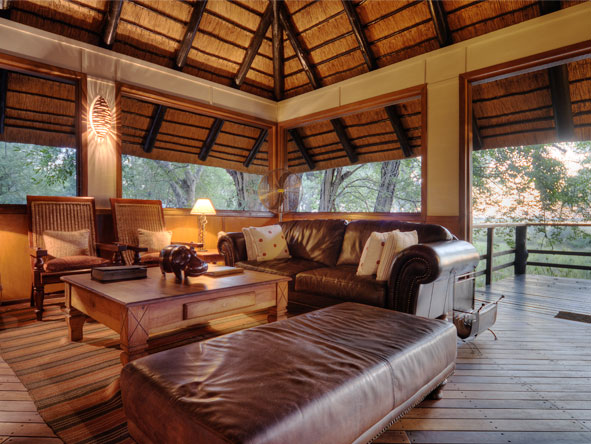 Camp Moremi - Comfortable lounge area