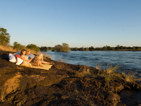 Sussi & Chuma - Picnic on the Zambezi River