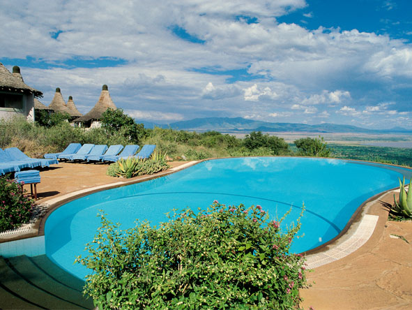 Classic Tanzania - Private 4x4 - Rim-flow swimming pool