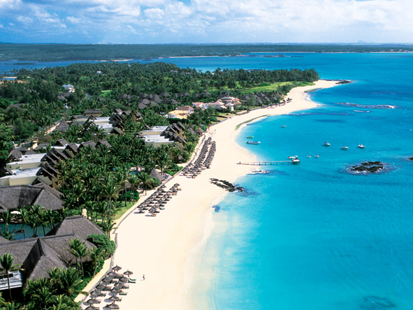 Picture-perfect Mauritius is where you'll find got-it-all Belle Mar Plage, ideal for families with super-active children!