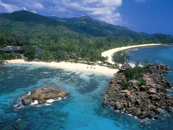Lemuria is set on the Seychelles' Praslin Island, offering both exclusivity & beauty.